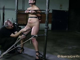 Stunning Dana Vixen has a blast while being treated like a slave