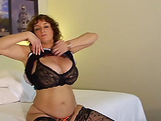 Claudia wears sexy stockings for a formidable masturbation