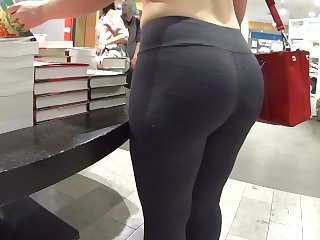 Candid Bubble Butt in Leggings