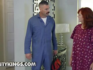 Reality kings - Keira Croft gets deep dicked by cable guy